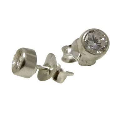 Un pendiente de plata con circonita de 4mm. ORX1