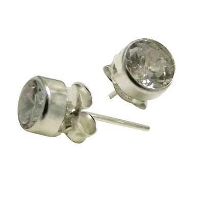Un pendiente de plata con circonita de 5mm. ORX2