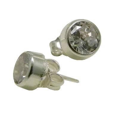 Un pendiente de plata con circonita de 7mm. ORX3