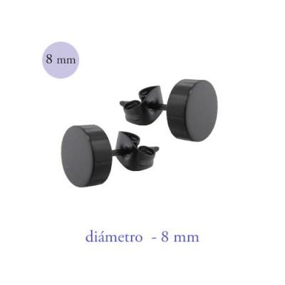 Un pendiente en forma de disco de 8mm de díámetro de acero color negro.